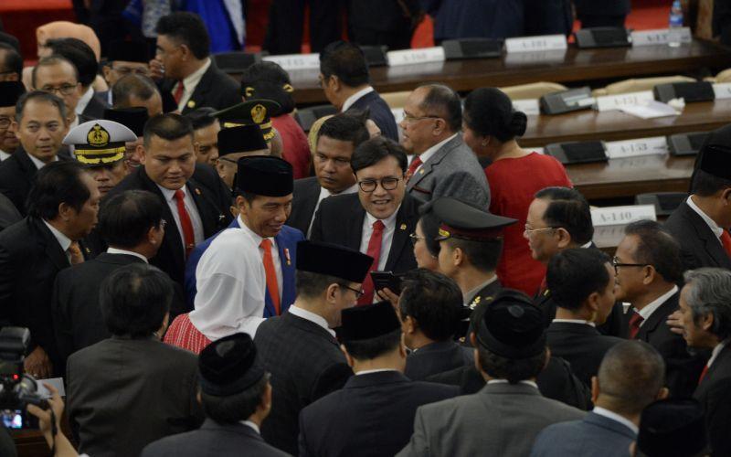 Setelah Rapat Paripurna, kami ucapkan selamat atas terpilihnya kembali Bapak Joko Widodo Sebagai Presiden RI untuk yang ke 2 kallinya.
