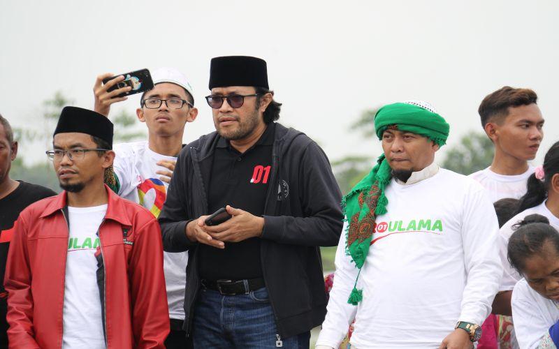 Bersama Ustadz Ujang Bustomi melihat empang ikan yang di kelola Para santri Padepokan Anti Galau