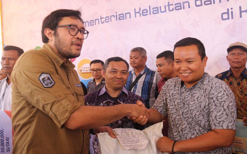 Kunjungan Kerja DPR RI & KKP ke Nelayan Indramayu